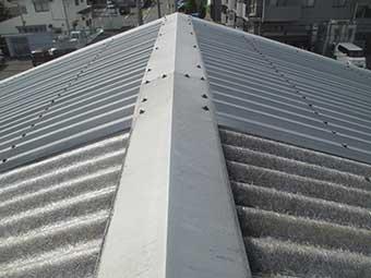 前橋市天川大島町工場屋根の棟板金