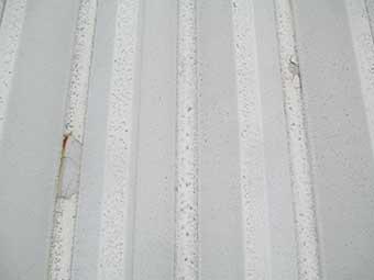 前橋市川原町折半屋根塗装のはがれ