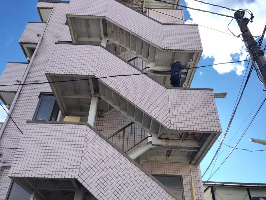 前橋市三河町マンション階段塗装