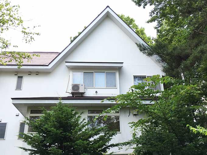 吾妻郡嬬恋村ペンション 軒天 キツツキの穴 修理完了