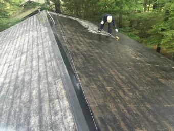 前橋市大屋根下塗り半分完了