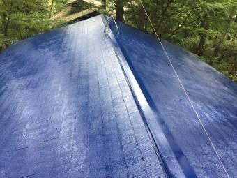 前橋市大屋根上塗り塗装完了 艶のちがいあり