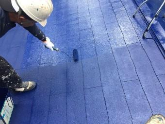 前橋市大屋根下塗り塗装施工中2回目確認施工