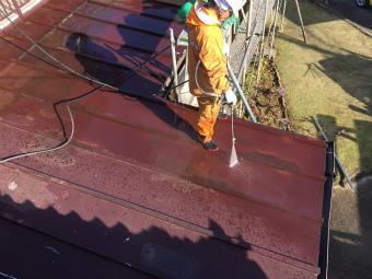 伊勢崎市鹿島町の大きなお宅でトタン屋根の洗浄作業