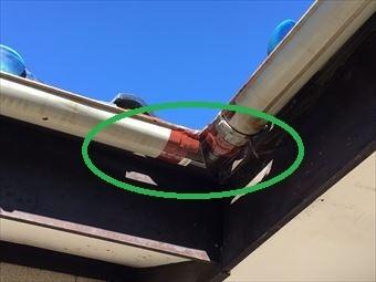 前橋市総社町青い瓦屋根のお宅の雨樋補強箇所