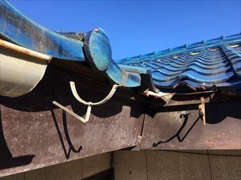 前橋市総社町で青い瓦屋根のお宅の雨樋を撤去
