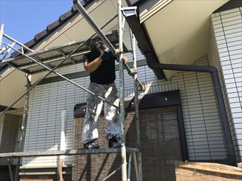 隙間の開いた幕板のシーリング充填と破風板の塗装|前橋市大胡町