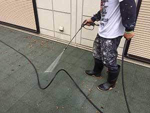 軽井沢の別荘でベランダ洗浄
