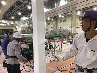 工場渡り廊下柱塗装