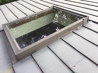北軽井沢 天窓の雨漏り補修前