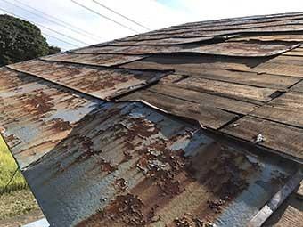 北側物置屋根サビ
