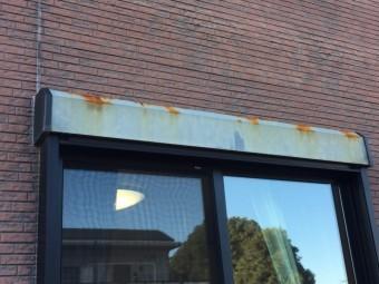 高崎市楽間町窓上鉄材の庇