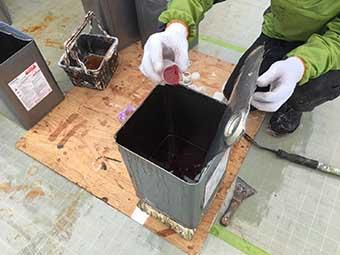 前橋市 屋上FRP防水工事 ガラスマットを貼り付けました