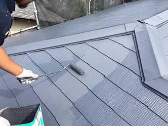 大屋根の上塗り