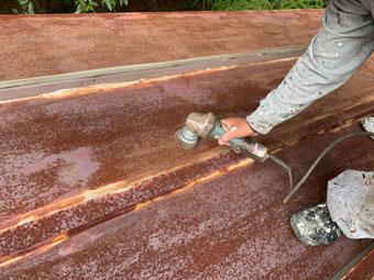 北軽井沢別荘で錆の酷いトタン屋根をPSマイルドSコートで塗装しました