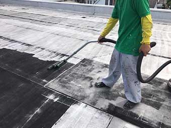 前橋市屋上防水 プライマー塗布前の洗浄