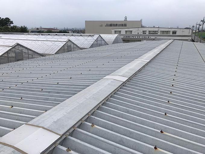 前橋市で工場の金属製折版屋根のボルトのコーキングをおこないました
