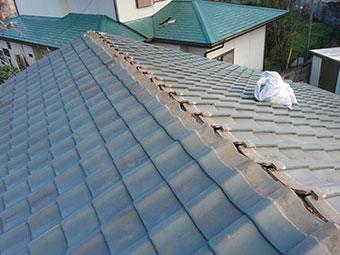 前橋市青柳町で瓦工事 棟瓦を積んで屋根の葺き直し工事が終わりました