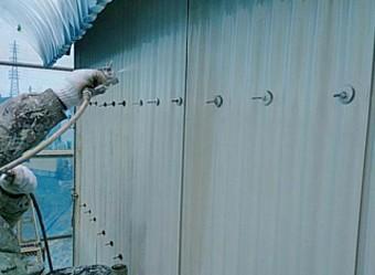 重ね塗りを行う吹き付け塗装